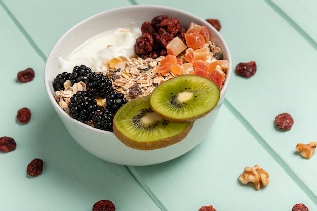 Close-up healthy breakfast with muesli Free Photo