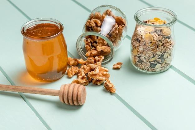 Close-uphealthy breakfast with muesli Free Photo