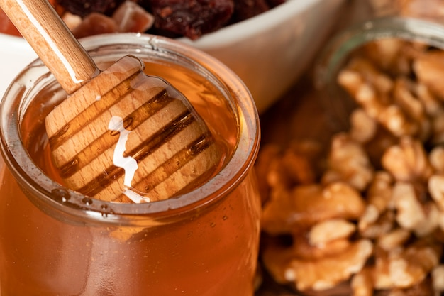Close-up honey with nuts Free Photo
