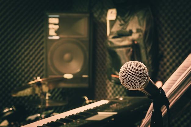 Закройте инструменты музыкальной концепции фона. Premium Фотографии