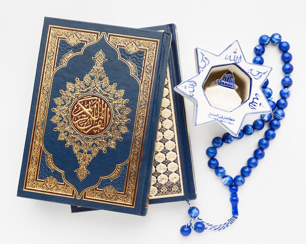 Close-up islamic new year concept with quran book Free Photo