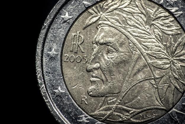Close up of italian euro coin Free Photo