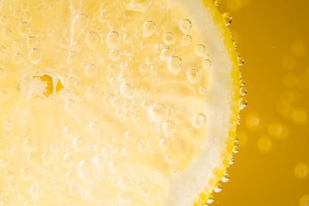 Close-up lemon slice with water drops Free Photo