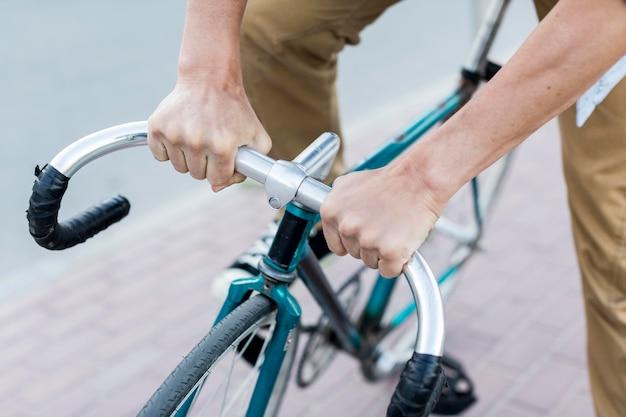Крупным планом человек, езда на велосипеде Бесплатные Фотографии