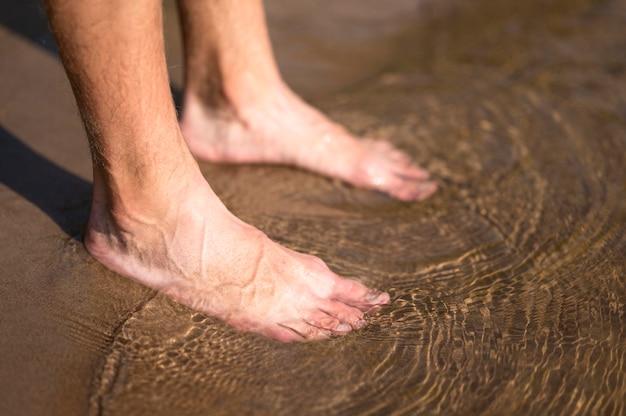 水のクローズアップ男の足 無料写真