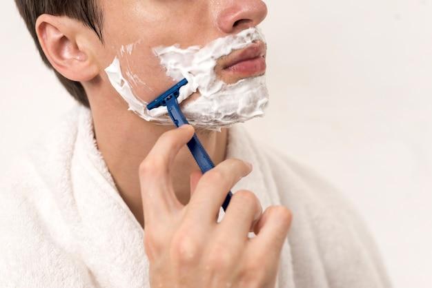 Close up man shaving cheek Premium Photo
