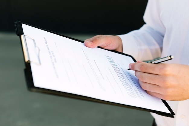 Close-up man signing a contract Free Photo