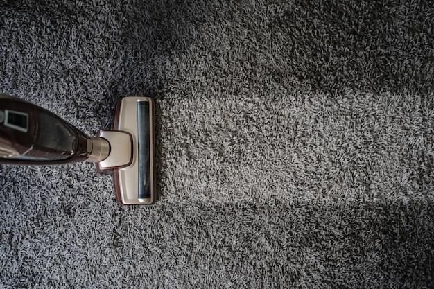 Close-up of man  using a vacuum cleaner professional vacuum cleaner Premium Photo