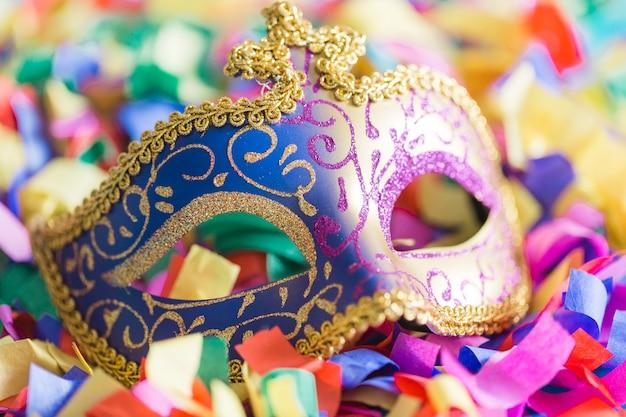 Close-up mask on confetti Free Photo