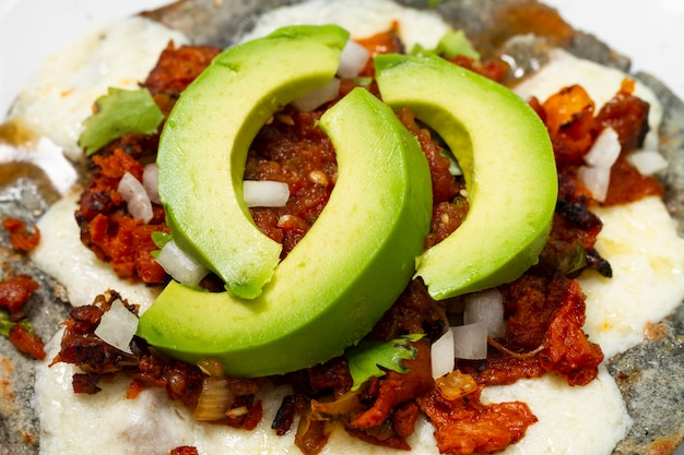 Close-up mexican food with avocado Free Photo