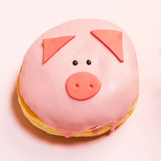 Close-up of mini pig donut glazed with fresh cream Free Photo
