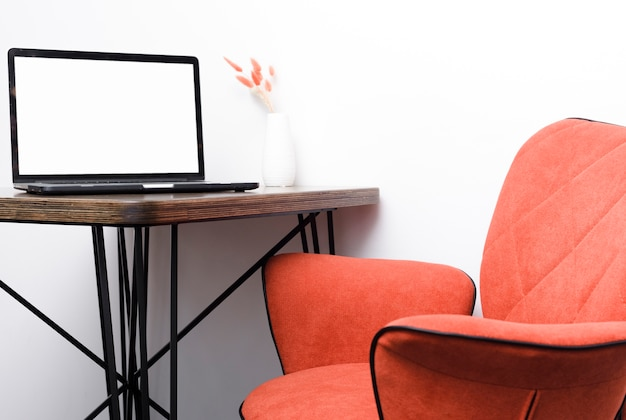 Close-up modern chair with laptop ondesk Free Photo