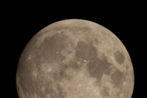 Close up of the moon in the night sky over lake of the woods, ontario Premium Photo