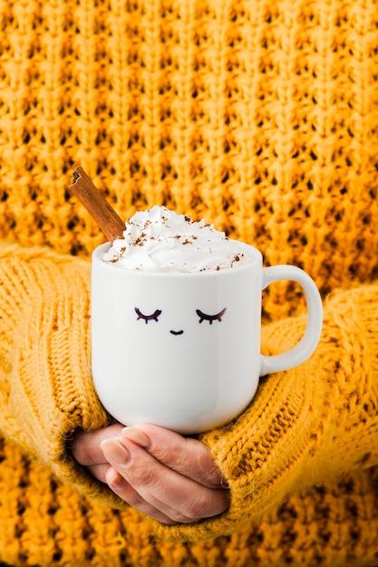 Утренняя чашка кофе крупным планом Бесплатные Фотографии