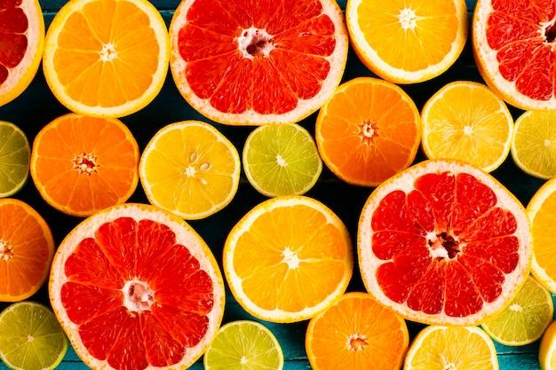 Close-up natural and fresh mixed citrusses Free Photo
