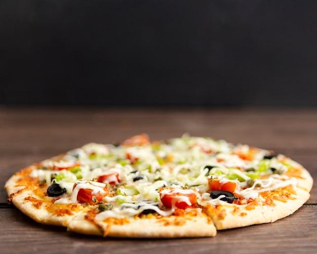 Крупным планом запеченная пицца Бесплатные Фотографии