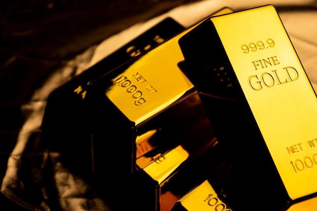 Крупным планом золотых слитков. финансовая концепция Premium Фотографии