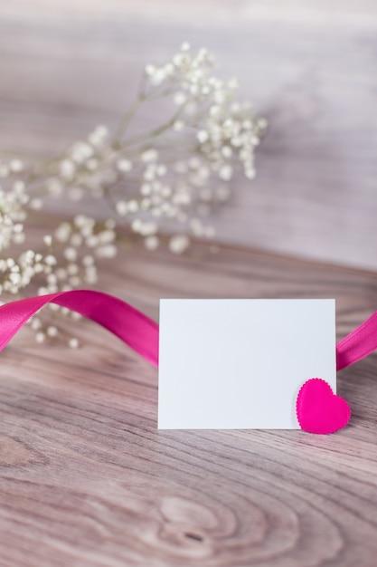 나무에 발렌타인 카드 닫습니다 무료 사진