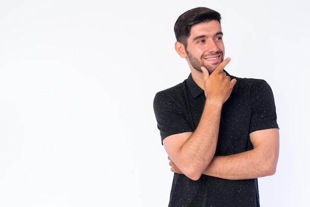Крупным планом молодой красивый бородатый персидский мужчина изолирован Premium Фотографии