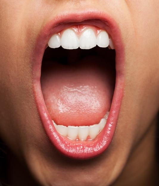 mujer tongue