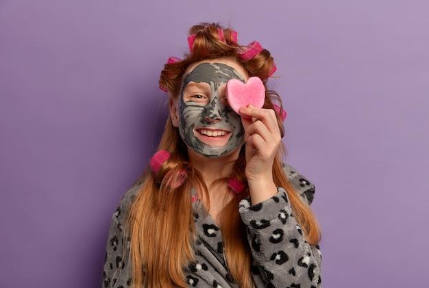 Крупным планом на красивой молодой девушке изолированы Бесплатные Фотографии