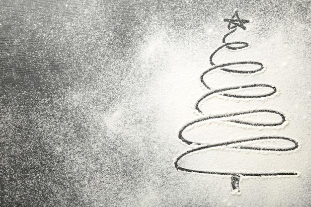 밀가루 배경에 크리스마스 트리에 가까이 프리미엄 사진