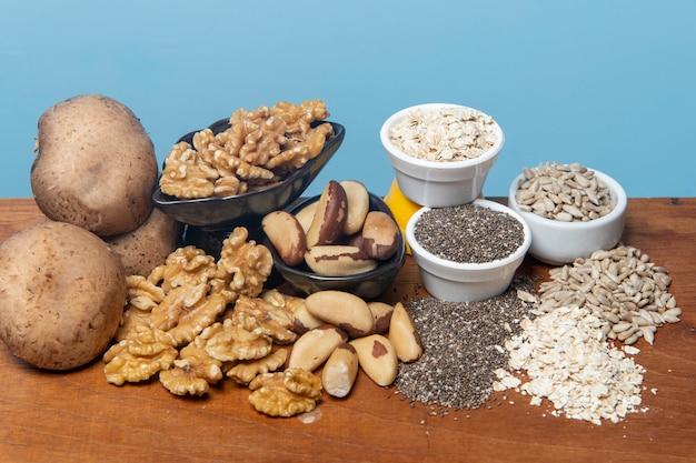 ミネラルの供給源として食品をクローズアップ Premium写真