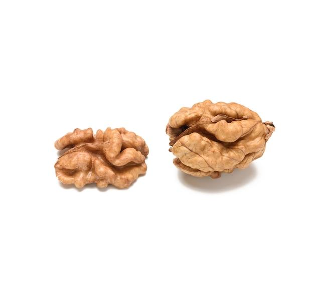 Крупным планом на очищенный грецкий орех изолированные Premium Фотографии