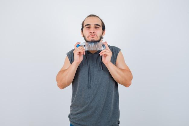 고립 된 몸짓 젊은 남자에 가까이 무료 사진