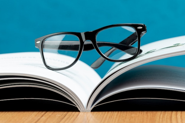 Close-up open book with glasses Free Photo