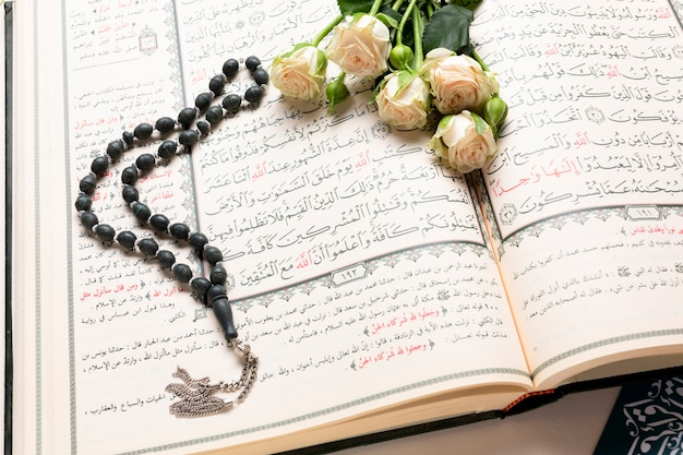 Close up opened holy islamic book Free Photo