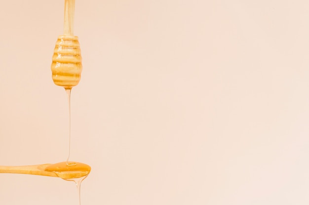 Close-up organic honey pouring on a spoon Free Photo