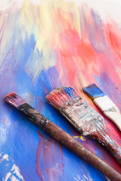 Close-up of paint brushes and abstract textured background Free Photo