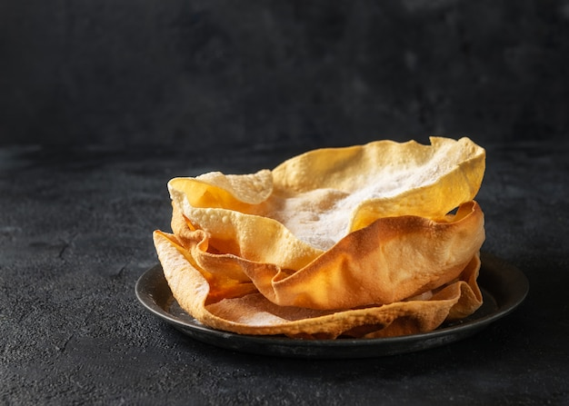 Close up papadum or papad traditional indian food, vegetarian bread from lentils or beans. food popular in nepalese, pakistani, indian and bangladeshi cuisines Premium Photo