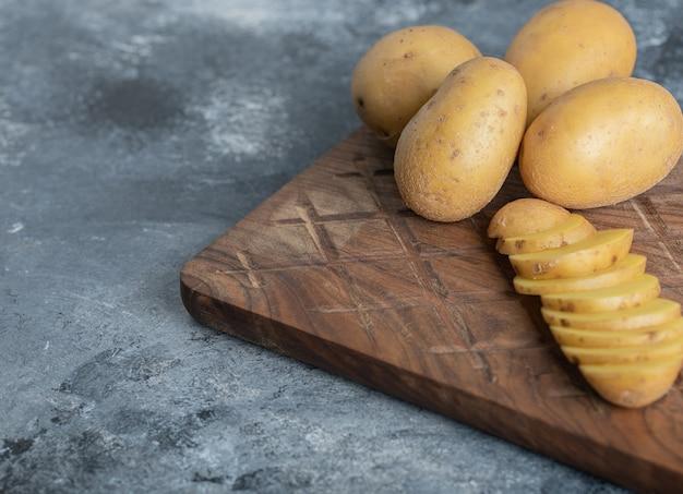 신선한 유기농 감자의 사진을 닫습니다. 고품질 사진 무료 사진