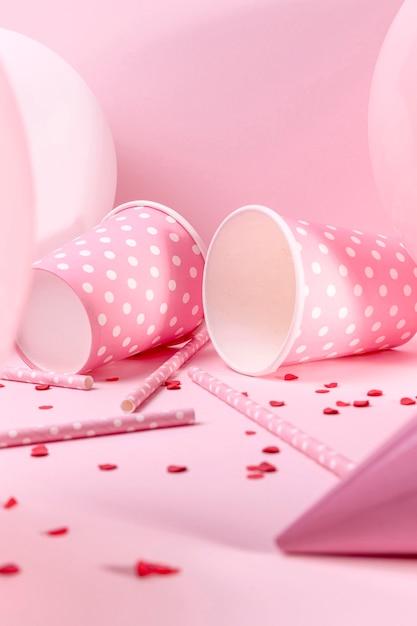 Крупный план розовые украшения на столе Бесплатные Фотографии