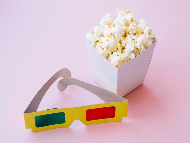 Close-up popcorn box with 3d glasses Free Photo