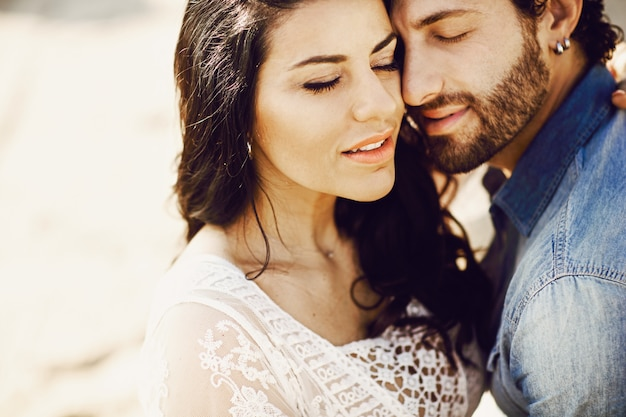 Close up portrait of a beautiful love couple at the beach Premium Photo