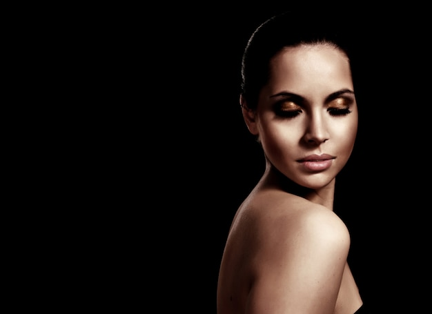 Close-up portrait of a fresh and beautiful young fashion model Premium Photo