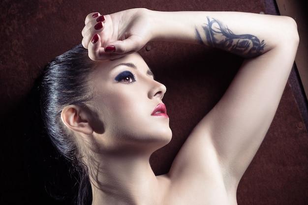 素晴らしい女の子のクローズアップの肖像画 Premium写真