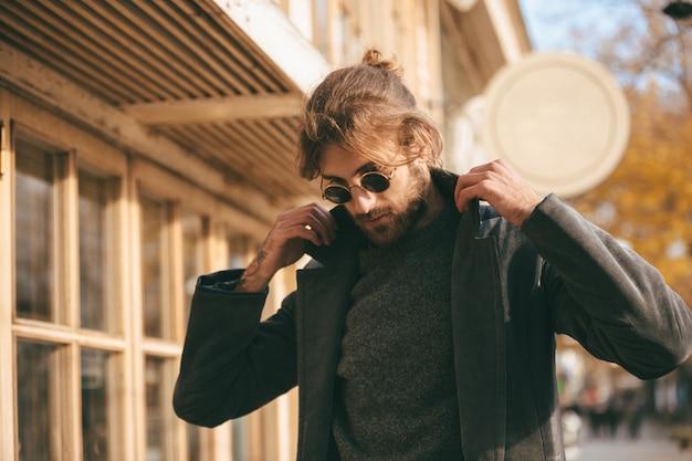 Close up portrait of a stylish bearded man wearing sunglasses Free Photo