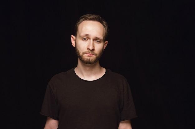 Close up ritratto di giovane uomo isolato Foto Gratuite