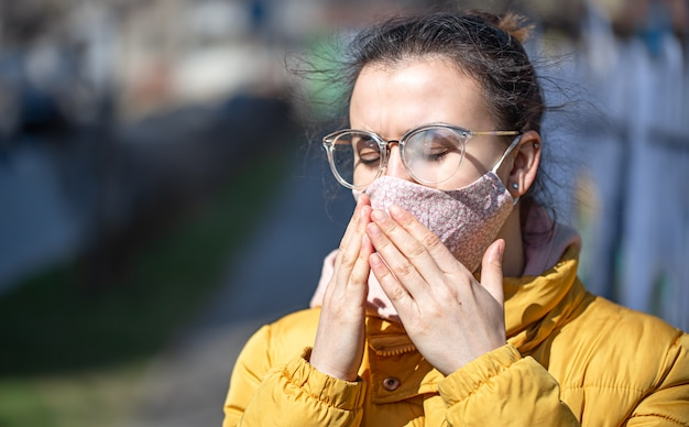 Close-up portrait young woman in a mask during the pandemic. Free Photo