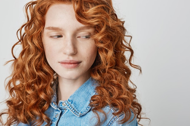 Free Photo Close Up Of Pretty Redhead Girl With Freckles Copy Space
