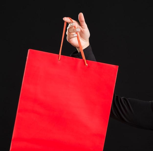 クローズアップの赤い大きな買い物袋 Premium写真
