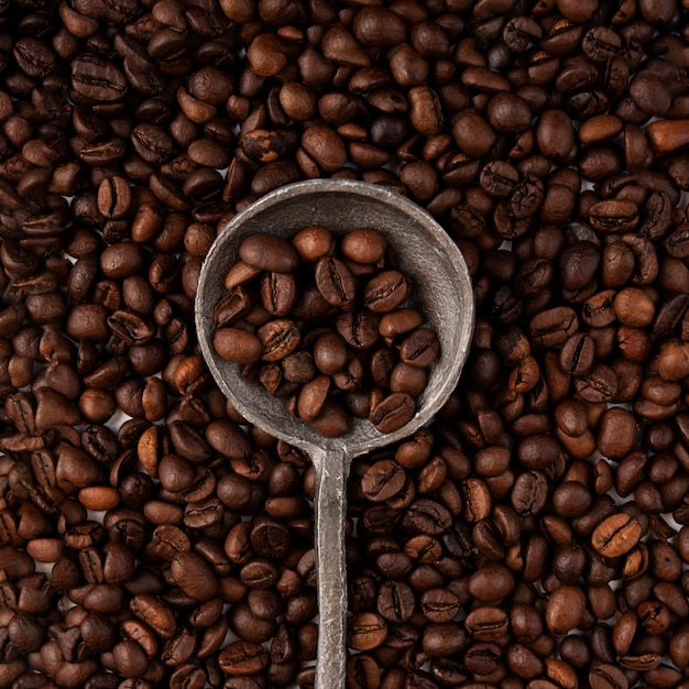 Крупный план жареных кофейных зерен Premium Фотографии