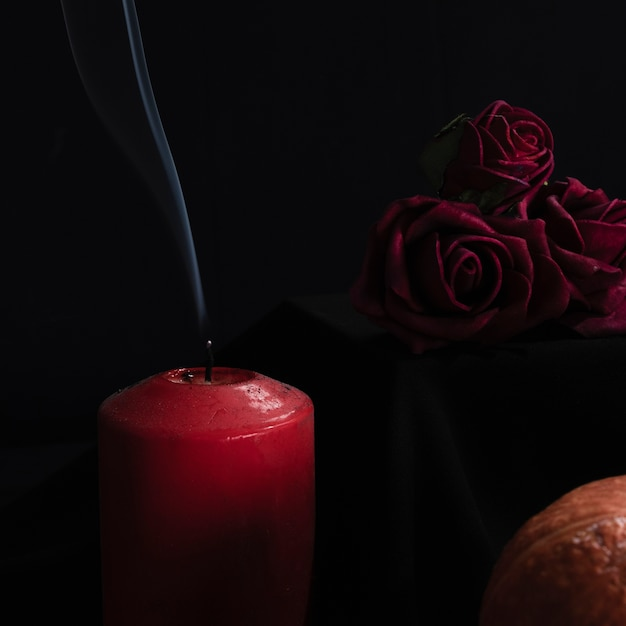 Close-up of roses and candles Free Photo