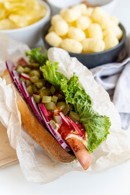 Close-up sandwich with snacks Free Photo