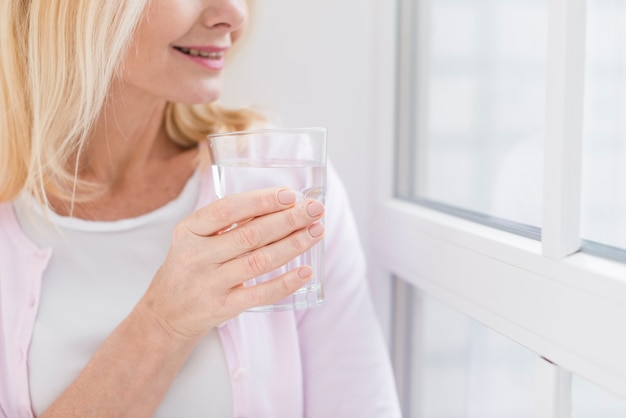 Close-up senior woman with a glass of water Free Photo