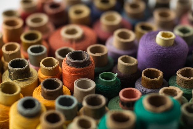 Close-up sewing threads with blurred background Free Photo